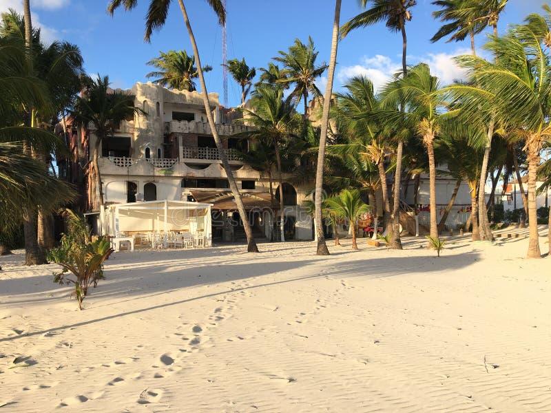 L'avant de plage maintenant de la station de vacances de Larimar en République Dominicaine de Punta Cana Un magasin local peut êt images libres de droits