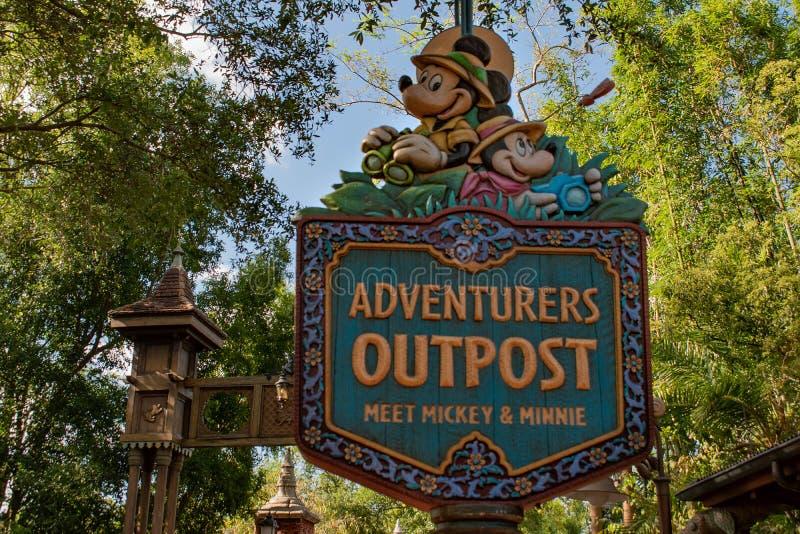 L'avant-poste Mickey d'aventures signent chez le règne animal chez Walt Disney World images libres de droits