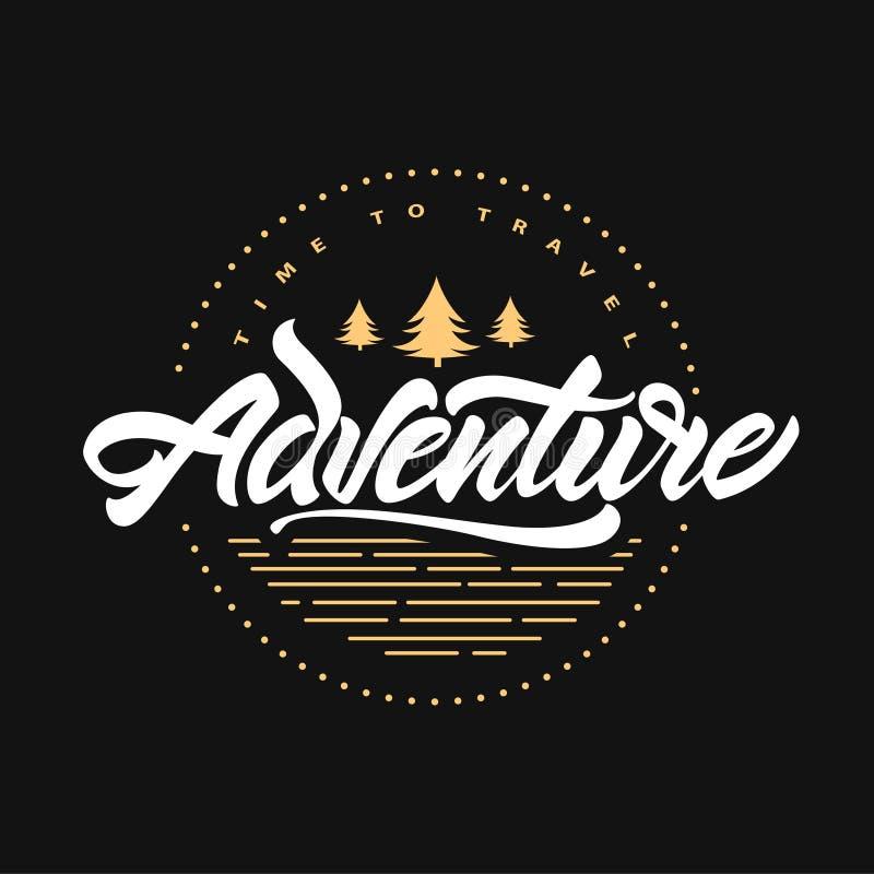 L'aventure attend Heure de se d?placer Inscription de l'affiche de inspiration de typographie avec l'arbre de sapin Illustration  illustration de vecteur