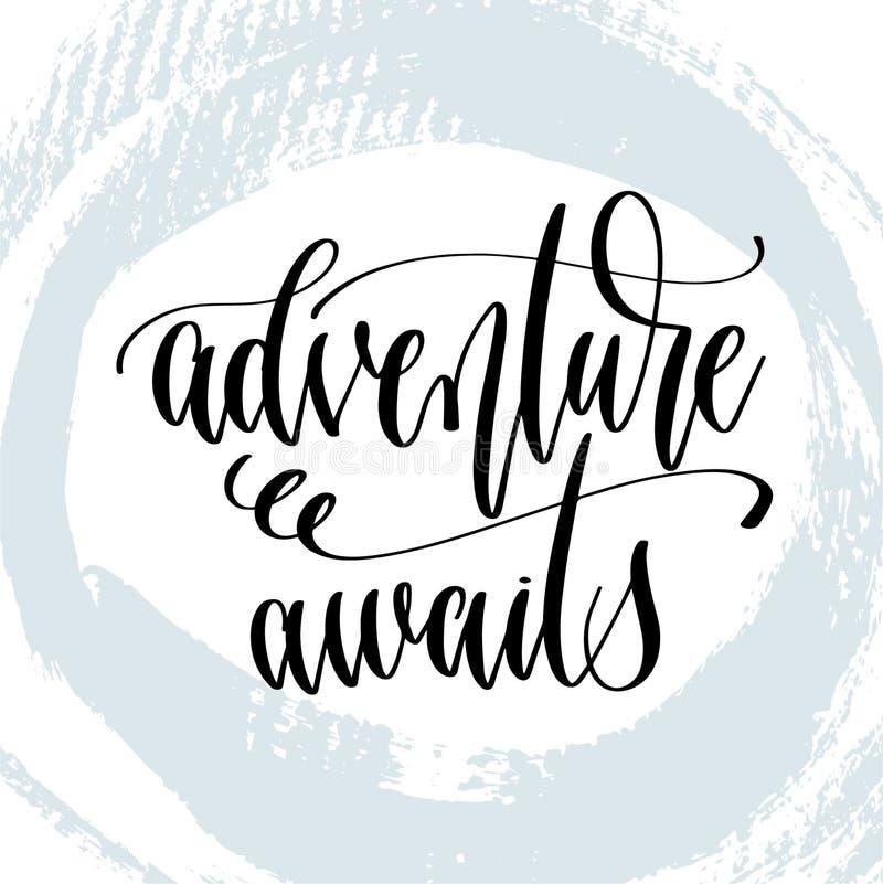L'aventure attend - la main marquant avec des lettres l'affiche de typographie au sujet de la citation positive d'heure d'été illustration libre de droits
