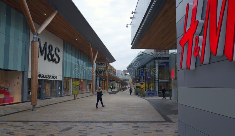 L'avenue à centre commercial de lexique dans Bracknell, Angleterre photographie stock libre de droits