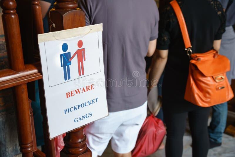 L'avertissement prennent garde des bandes de pickpocket photographie stock