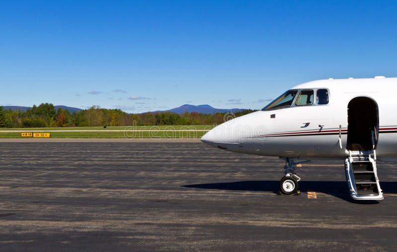 L'avion à réaction privé vous attend photo libre de droits