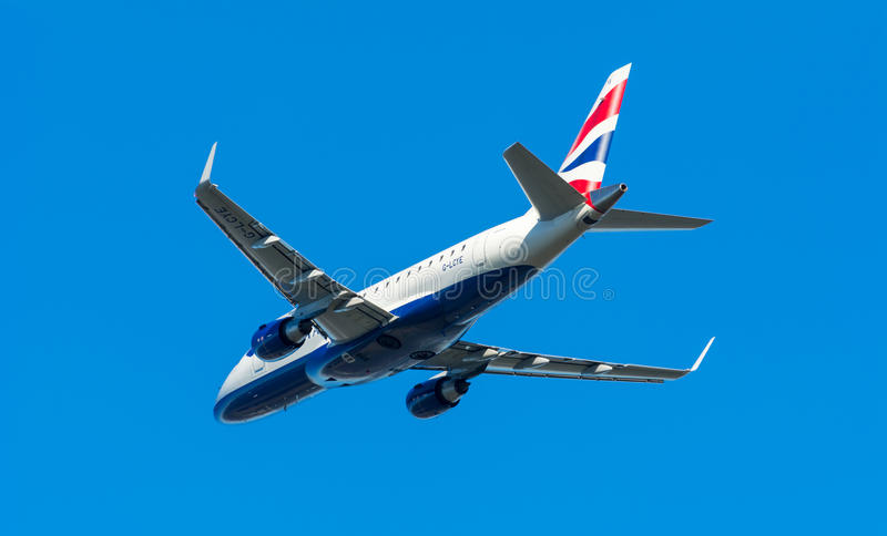 L'avion British Airways CityFlyer G-LCYE Embraer ERJ-170 décolle à l'aéroport de Schiphol photos libres de droits