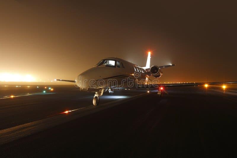 L'avion d'affaires prêt pour décollent photographie stock libre de droits