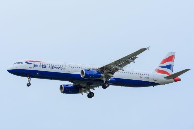 L'avion de British Airways G-EUXI Airbus A321-200 débarque à l'aéroport de Schiphol photographie stock