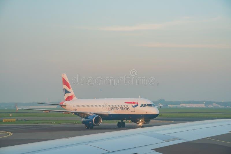 L'avion de British Airways s'est garé dans Schiphol AI internationale image libre de droits