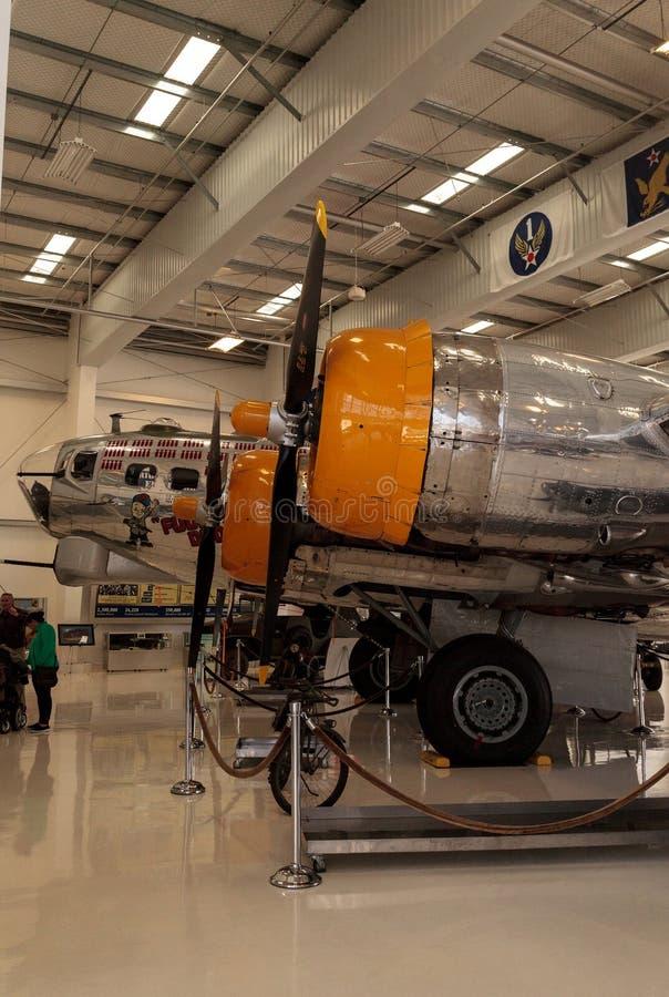 L'avion de forteresse de vol de Boeing B-17 a appelé le vieux schnock images libres de droits