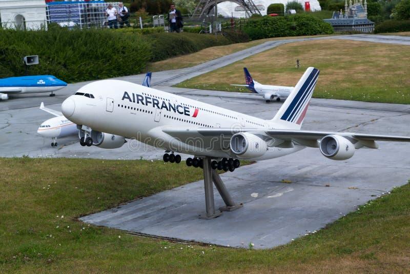 L'avion de modèle d'Air France décollent photos stock