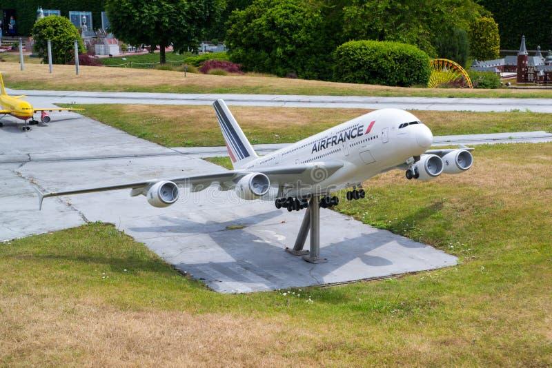 L'avion de modèle d'Air France décollent photographie stock