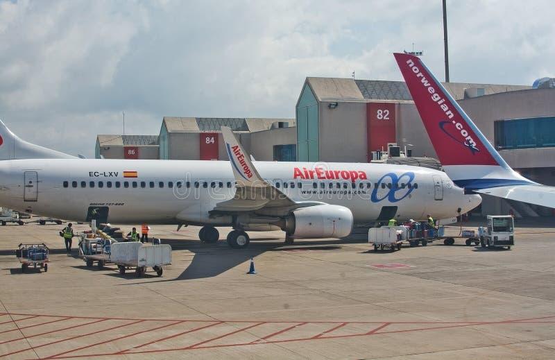L'avion du vol d'Air Europa vers Madrid s'est garé par la porte photo stock