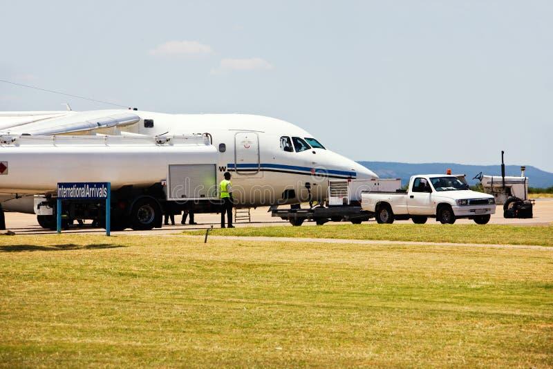 L'avion réapprovisionnent en combustible photos libres de droits