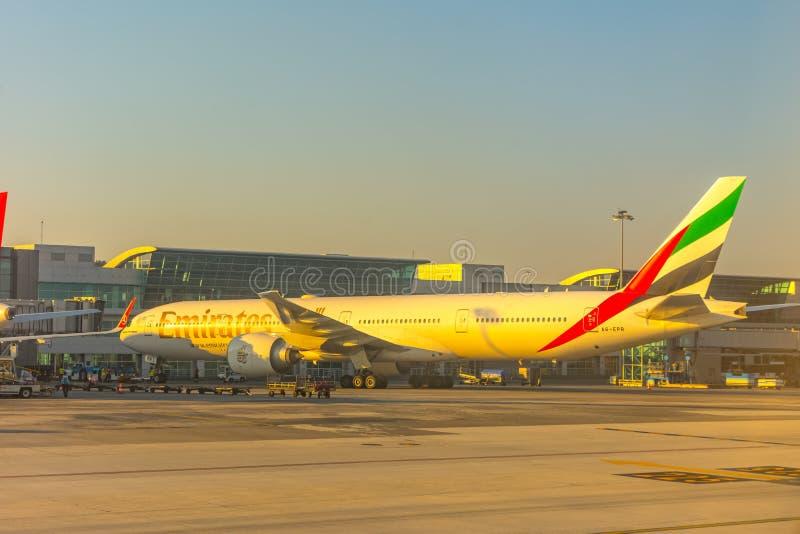 L'avion sur l'aéroport d'Ataturk à Istanbul le 1er juillet 2018 images stock