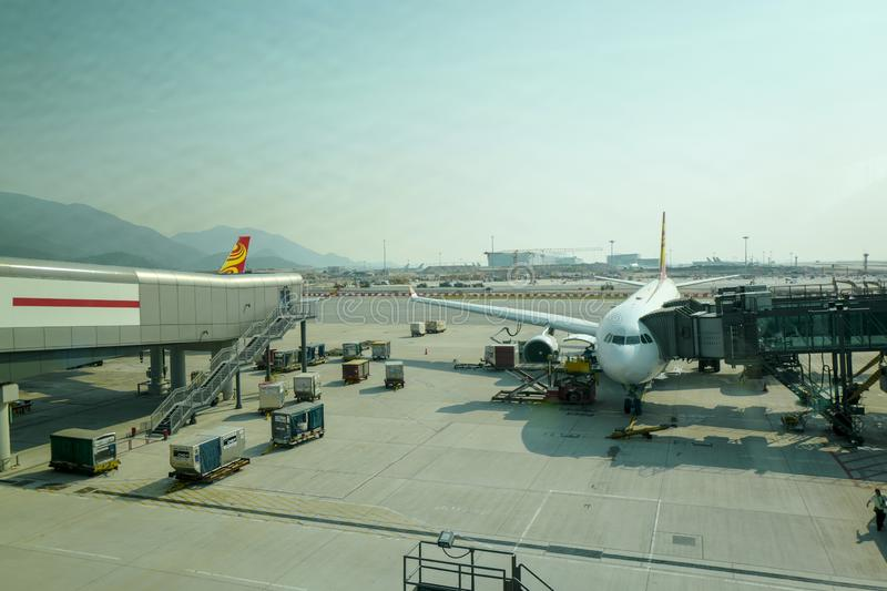 L'avion sur le macadam Hong Kong International Airport est l'aéroport commercial servant Hong Kong image stock