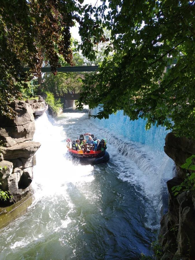 L'avventura di rafting di avventura nel mondo magico del parco di europa, Germania immagini stock