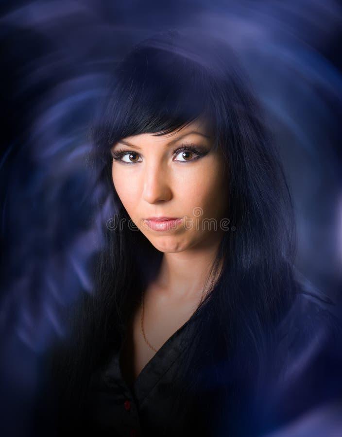 L black-haired Hexe lizenzfreie stockbilder