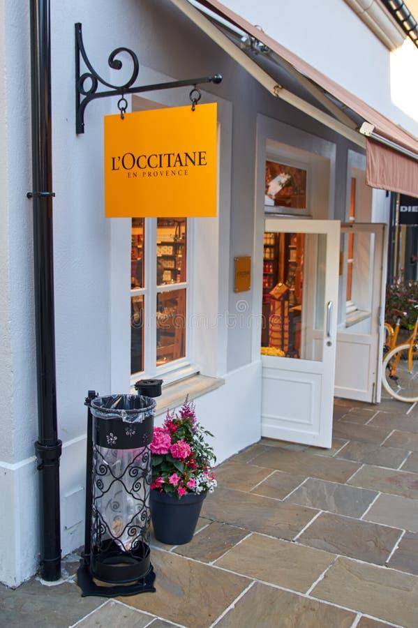 L' ; Boutique d'Occitane dans le village de Vallee de La photo stock
