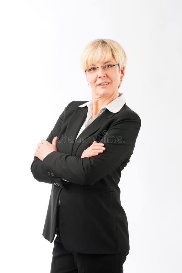 L?chelnde ?berzeugte Gesch?ftsfrau lizenzfreie stockfotos