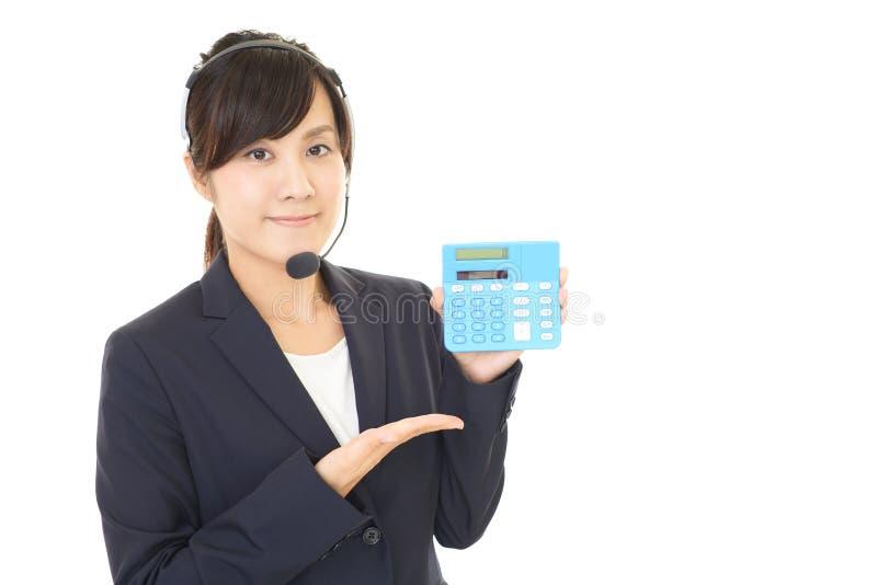 L?chelnder Kundenkontaktcenterbediener stockfotos
