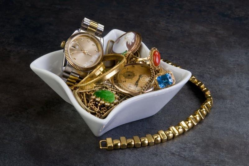 Or et bijoux de chute. images libres de droits