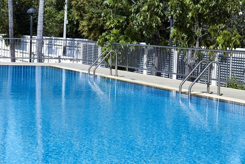 L'eau à l'arrière-plan de piscine photographie stock