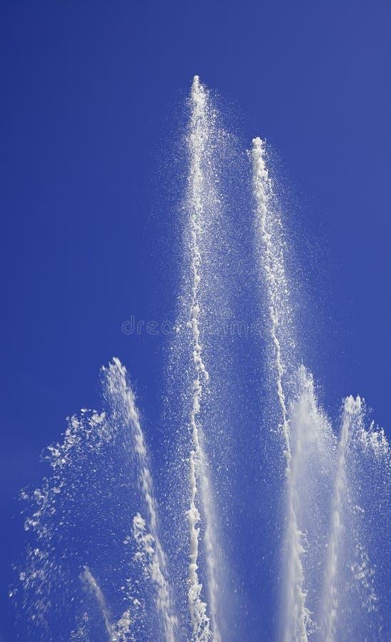 L'eau à la fontaine de stationnement image stock
