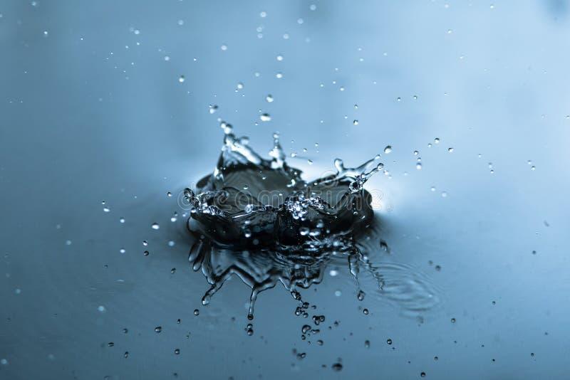 L'eau éclaboussant le macro photographie stock