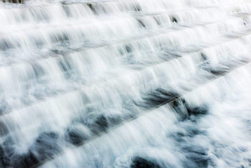 L'eau au-dessus des escaliers photo stock