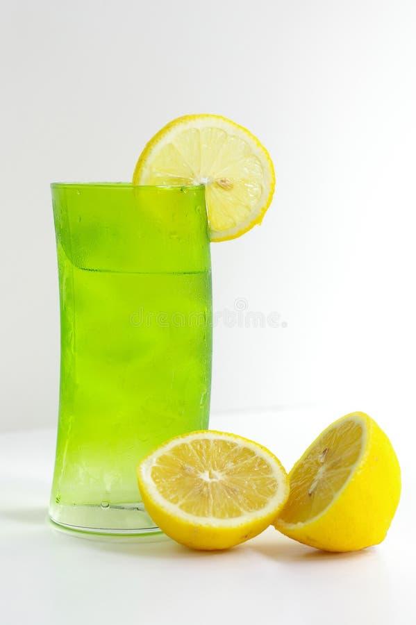 L'eau avec le citron image libre de droits