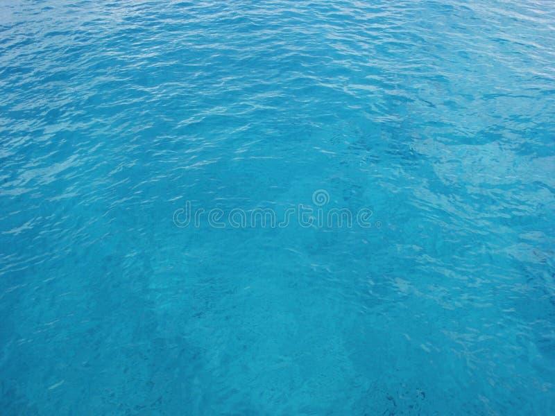 L'eau bleue claire d'océan photos libres de droits