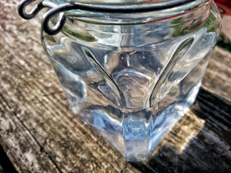 L'eau dans le pot photographie stock