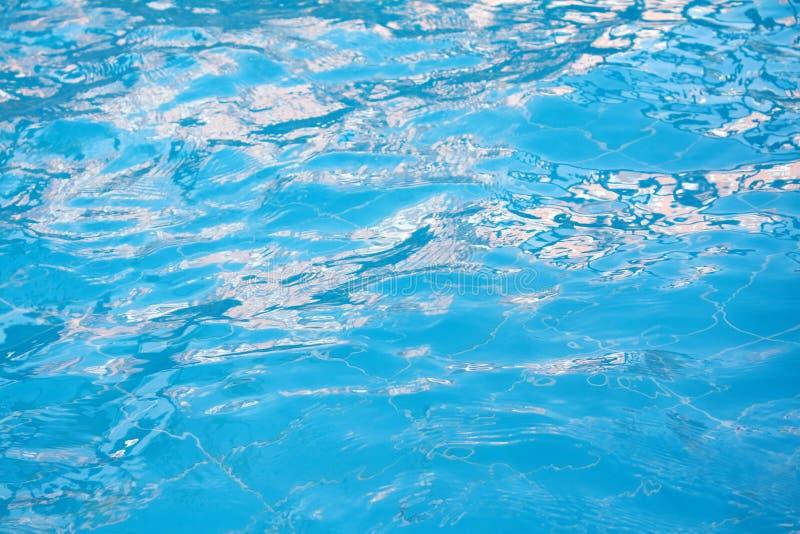 L'eau dans une piscine photographie stock