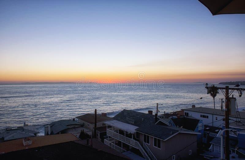 L'eau de coucher du soleil de la Californie de Laguna Beach photographie stock libre de droits