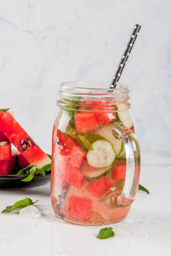 L'eau de detox infusée par pastèque images libres de droits
