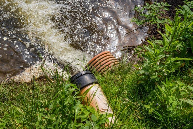 L'eau de flaque dans un lac photos stock