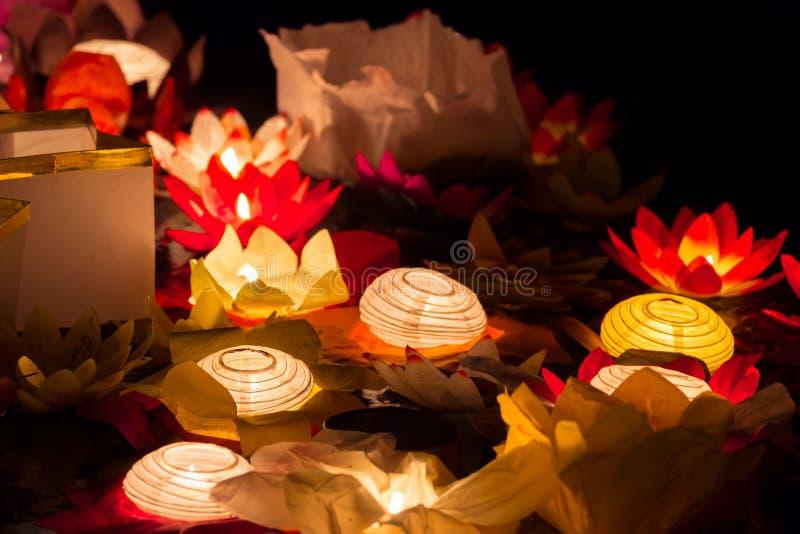 L'eau de flottement de Lotus Flower Paper Lanterns On images stock