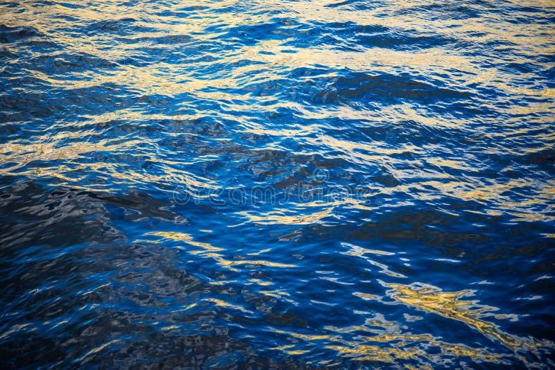L'eau de la rivière de Neva image stock
