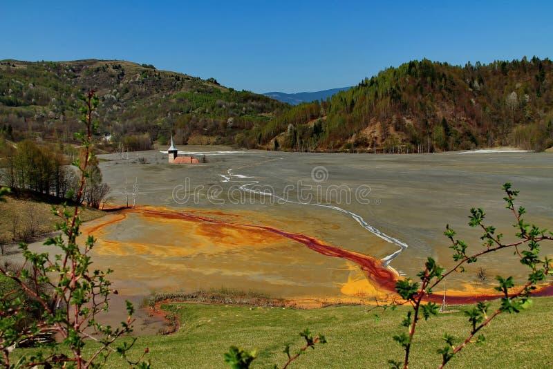L'eau de mine souillée dans Rosia Montana 5 photo libre de droits