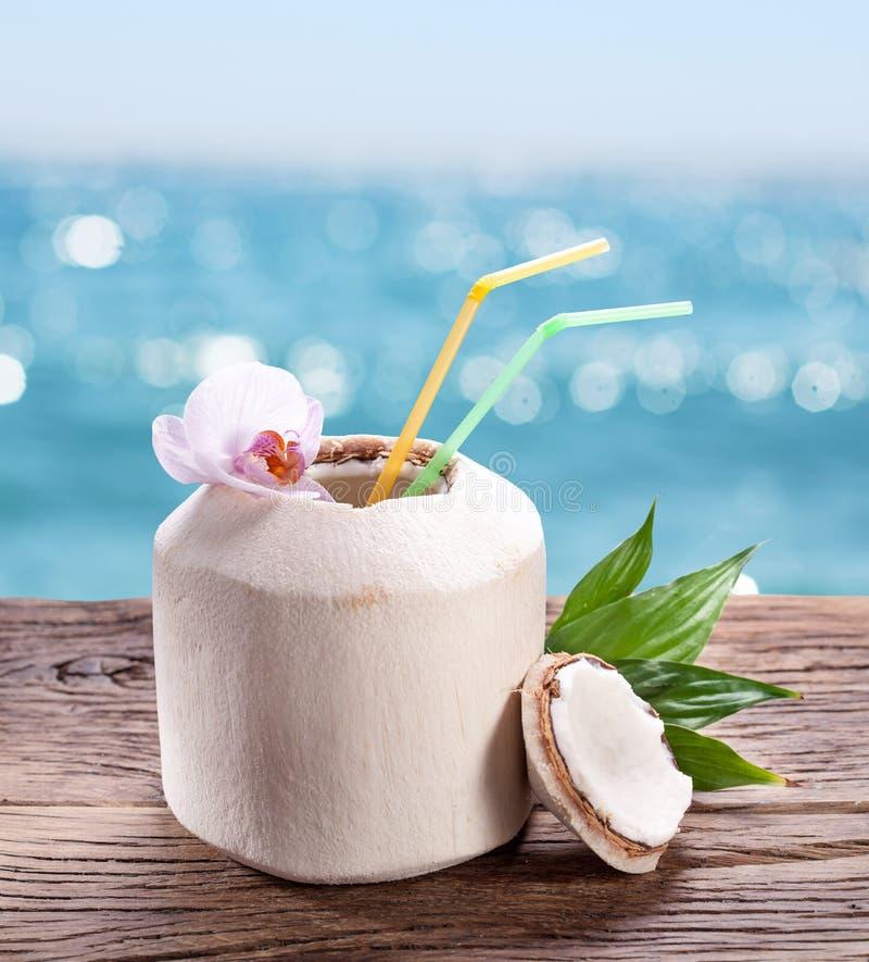 L'eau de noix de coco image libre de droits
