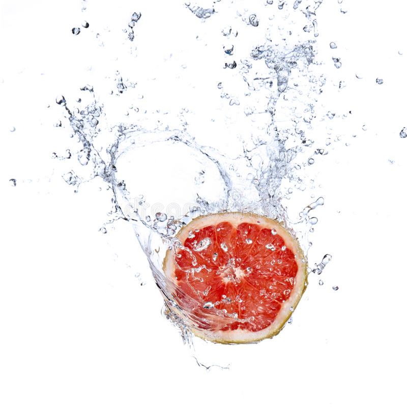 L'eau de pamplemousses et d'éclaboussement photographie stock libre de droits