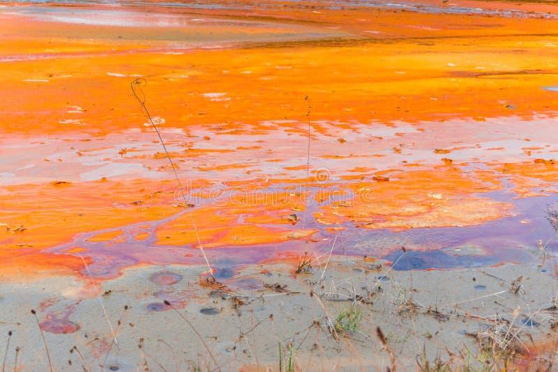 L'eau de pollution du mien de tonnelier dans le geamana, Roumanie image stock