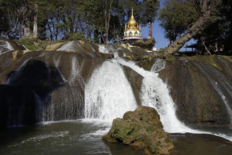 L'eau de Pwe Kauk tombe, Pyin Oo Lwin, Myanmar photo libre de droits