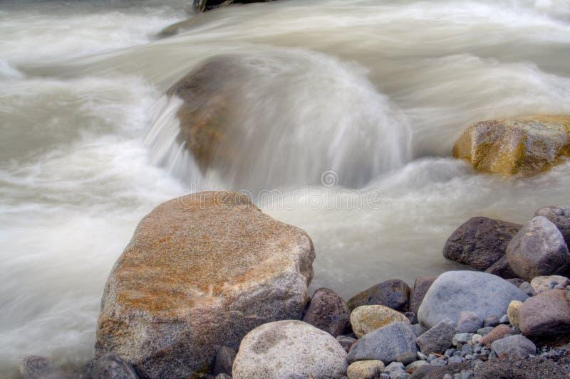 l'eau de roches images stock
