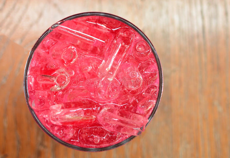 L'eau de seltz rouge image stock