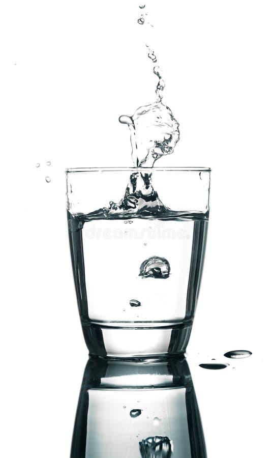 L'eau de versement photo stock