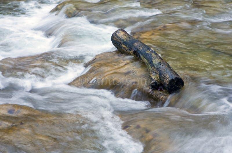 L'eau en bois de procédure de connexion images libres de droits