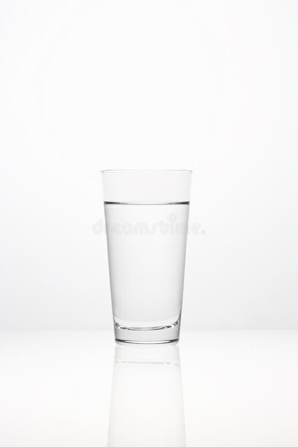 l'eau en verre photographie stock libre de droits