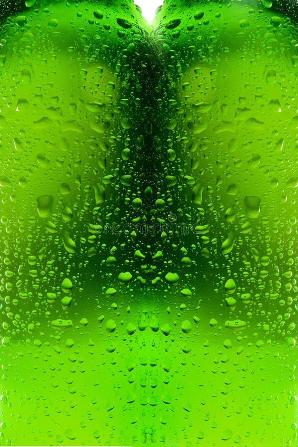 l'eau en verre de gouttelettes de bouteille image libre de droits