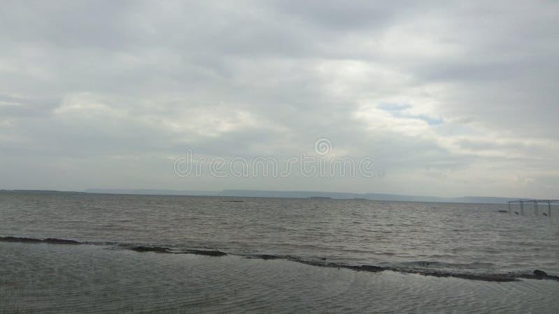 L'eau et nuages images libres de droits
