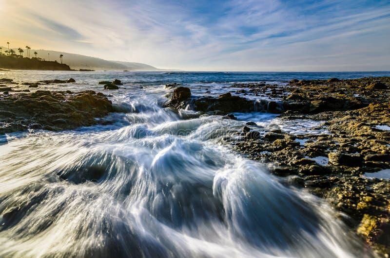 L'eau et nuages de précipitation dans le Laguna Beach, CA images libres de droits